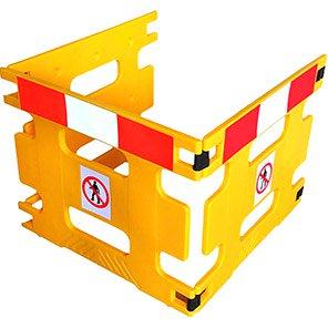 Addgards Handigard Red/White Reflective Three-Panel Safety Barrier